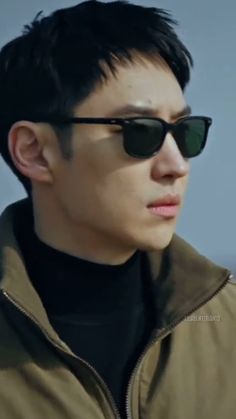 Curl Hair With Straightener, Lee Je Hoon, Korean Drama Best, Types Of Guys, Aesthetic Songs, Taxi Driver, Kdrama Actors, Curled Hairstyles, Korean Actors