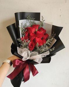 Flower Bouquet Diy, Bouquet Wrap, Gift Bouquet, Rose Bouquet, Wrap Flowers In Paper, How To Wrap Flowers, Diy Flowers, Beautiful Flowers, White Flower Arrangements