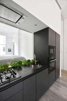 Elegant Es ist die schwarze K che die immer mehr Fans findet und der strahlenden wei en K che