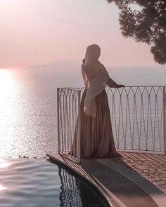 Romantic morning scene with a beautiful veiled woman. Niqab Fashion, Street Hijab Fashion, Fashion Outfits, Hijabi Girl, Girl Hijab, Muslim Women Fashion, Woman Fashion, Hijab Cartoon, Hijab Fashionista