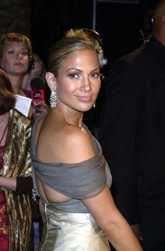 Jennifer Lopez Dangling Diamond Earrings - Wow, these diamond earrings are stunning on Jennifer Lopez!