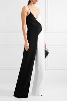Black and white crepe Concealed hook and zip fastening at back 79% viscose, 21% viscose; lining: 95% polyester, 5% elastane Dry clean
