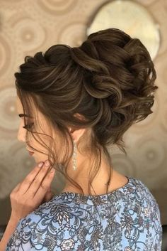 Bun hairstyles are popular wedding hairdos, and look good for different hair length. See our trendy collection of wedding bun hairstyles. Wedding Bun Hairstyles, Messy Bun Hairstyles, Hairdo Wedding, Loose Curls, Hair Lengths, Medium Hair Styles, Women's Fashion, Eye, Hair
