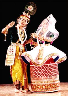 'Manipuri' a classical dance form from Manipur, India Manipuri Dance, Folk Dance, Dance Poses, Madhubani Paintings Peacock, Indian Classical Dance, Lord Shiva Family, Dance Paintings, Hip Hop, India Art