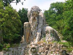 Entre cielo y tierra y algo mas.: Coloso de los Apeninos, Florencia, Italia.