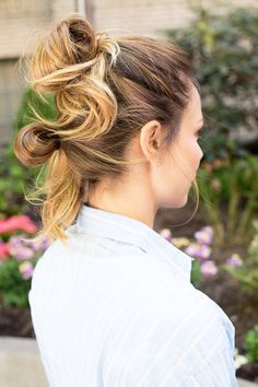 22 Genius Hacks for Solving the Most Annoying Summer Hair Problems.If you want sun-kissed highlights. Smart Hairstyles, Summer Hairstyles, Bun Hairstyles, Hairstyle Ideas, Photomontage, Hair Game, Hair Hacks, Her Hair, Hair Inspiration