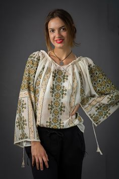 IA the Romanian Blouse. Here you can buy Romanian peasant blouses ie and folk costumes traditional clothes. Worldwide shipping for embroidered Romanian blouse Peasant Blouse, Blouse Dress, Floral Blouse, Dress Up, Embroidered Clothes, Embroidered Blouse, Ethnic Fashion, Bohemian Fashion, Folk Costume