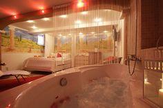 vířivá vana v pokoji se saunou