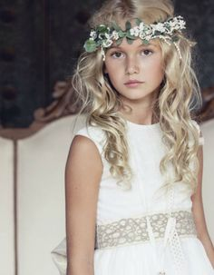 Dresses Your Children For Their First Communion E. Dresses Your Children For Their First Communion Flower Girl Hairstyles, Loose Hairstyles, Little Girl Hairstyles, Wedding Hairstyles, Flower Girl Updo, Communion Hairstyles, First Communion Dresses, Wedding With Kids, Hair Beauty