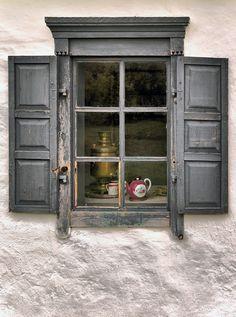 Windows I by Pablo de Gorrion
