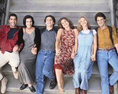"""Awkward position for a photo. Still the most adorable cast. 27 Rare Photos Of The Cast Of """"Friends"""" Will Make You Wish It Was 1994 All Over Again Friends 1994, Tv: Friends, Friends Episodes, Friends Moments, Friends Series, I Love My Friends, Friends Forever, Friends Season, Best Tv Shows"""