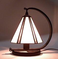 シンプルなステンドグラスランプ