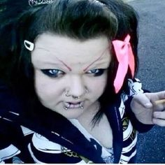 Real life version of the bride of chucky! These 37 People Have The Worst Eyebrows You Could Ever Imagine. For Real. Eyebrow Fails, Does Your Mother Know, Bad Eyebrows, Eye Brows, Worst Eyebrows, Bad Makeup, Makeup Fail, Goth Makeup, Soccer