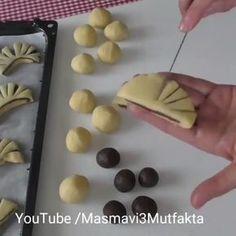 @mutfaktaki_mucizeler . . sunum👉@masmavi3_mutfakta Hiç kalıp kullanmadim 👌Nefis bir Kurabiye hamuru (tüm tariflerde… Rose Cookies, Cupcake Cookies, Knitting Cake, Turkey Cake, Biscotti Cookies, Food Decoration, Cookies Ingredients, Food Crafts, Food Presentation