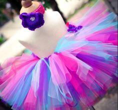 Юбки из фатина пользуются большой популярностью у девушек, девочек и женщин всех возрастов. Оказывается, кроме балетной пачки существует немало других разновидностей пышных юбочек. Предлагаю вам полюбоваться на подборку прелестных юбочек. Может быть, и вы вдохновитесь и сошьете своей принцессе одну из них :) Юбка-шопенка — одна из самых актуальных и модных моделей в последнее время.