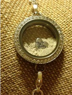 A great way to remember those loved ones that are no longer with us. Put their ashes in a twist locket!
