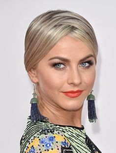 Red carpet hairstyle. Zig-Zag updo - Julianne Hough. Celebrity hairstyle.