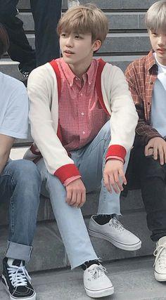 pinterest : @deediyosa Yang Yang, Nct Dream Jaemin, Dream Chaser, Na Jaemin, Fandoms, Taeyong, Boyfriend Material, Jaehyun, Pop Group