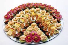Canapés Tradicionais / Traditional Canapes by Alessandro Mendes, via Flickr