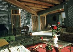 Recycled house concept by Michael Reynolds - Trendy Home Decorations Earthship Design, Earthship Biotecture, Maison Earthship, Earthship Home, Mike Reynolds, Earthy Home, Recycled House, Passive House, Eco Friendly House