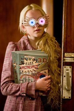 Luna Lovegood con sus Expectrógafas