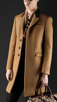 Burberry leather collar cashmere Chesterfield in mid camel.