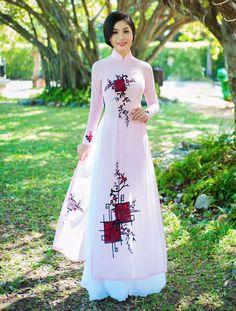 Áo dài tôn đường cong mỹ miều cho thiếu nữ mùa xuân - Thời trang - Báo Phụ nữ