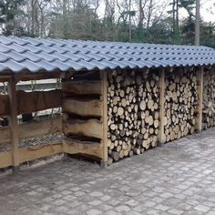 Outdoor Firewood Rack, Firewood Shed, Firewood Storage, Wood Storage Sheds, Lumber Storage, Cabin Crafts, Landscape Curbing, Wood Store, Vertical Garden Diy