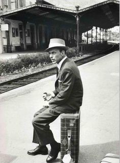How to look cool, waiting for a train... (as taught by Sinatra)