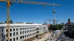 HUMBOLDT-FORUM Palast der Verlogenheit Das Humboldt-Forum in Berlin feiert Richtfest. Gut, dann ist ja noch Zeit, die selbstherrlichen Museumspläne über den Haufen zu werfen. VON HANNO RAUTERBERG