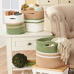 Free pattern for a beautiful color block crochet basket. Great way to mix colors and use up scrap yarn!
