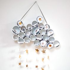 Use recycled tins to make this beautiful advent calendar. (in german) Dining Room Wall Decor, Nursery Wall Decor, Wreath Crafts, Paper Crafts, Countdown Calendar, Advent Calendars, Diy Upcycling, Upcycle, Merry And Bright