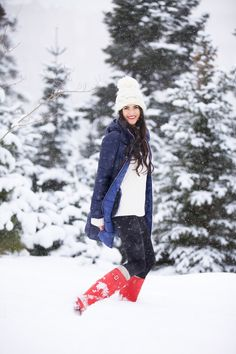 winter wonderland (Bernardo hooded down coat + Tory Burch fringe fisherman sweater + Vince Camuto seamed leggings + Free People cable knit knee high socks + Hunter boots + Free People pom beanie) Winter Wear, Autumn Winter Fashion, Winter Hats, Winter Jackets, Winter Holiday, Winter Time, Fall Winter, Passion For Fashion, Love Fashion