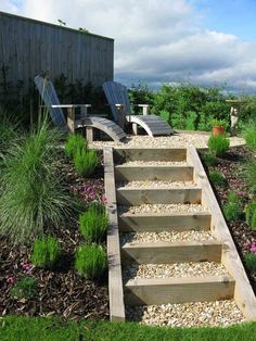 Simple external staircase made of wood and gravel: garden tips and instructions for DIY - Latest decoration - exterior stairs wood gravel simple garden stairs garden steps small ladder - Sloped Backyard, Sloped Garden, Garden Stairs, Terrace Garden, Gravel Garden, External Staircase, Landscape Stairs, Patio Pictures, Outdoor Steps