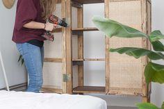 diy outside furniture Wooden Slats, Wooden Shelves, Diy Interior, Interior Design Living Room, Rattan, Diy Außenbar, Wooden Closet, Living Room Furniture, Furniture Legs