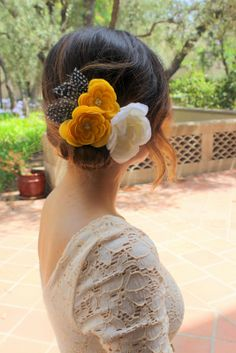 Floral Fascinator and a White Lace Dress. Bridal Inspiration.