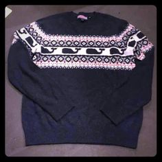 """Vineyard vines sweater Adorable navy whale pattern sweater! Great condition! Technically a men's but I feel it's unisex! no trades no """"lowest"""" this is my lowest. Vineyard Vines Sweaters Crew & Scoop Necks"""