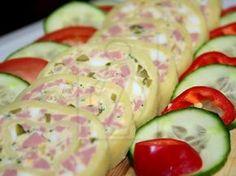 Slaná syrová pochúťka zväčša pripravovaná na Silvestra a rôzne oslavy. Snacks Für Party, Creative Food, Ham, Cucumber, Zucchini, Sushi, Brunch, Food And Drink, Appetizers
