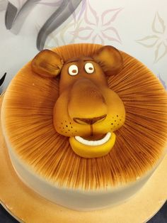 Madagascar - Alex the Lion Cake Lion Cakes, Lion King Cakes, Fondant Cakes, Cupcake Cakes, Cupcakes, Bolo Madagascar, Jungle Cake, Animal Cakes, Gateaux Cake