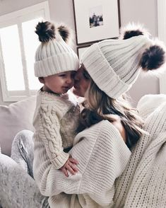 Matching beanies for mom and baby Cute Little Baby, Baby Kind, Cute Baby Girl, Cute Babies, Baby Girl Newborn, Baby Girls, Mommy And Me Outfits, Baby Boy Outfits, Outfits Niños