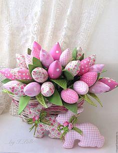 Купить Нежно-розовый букет тюльпанов и пара пасхальных кроликов…