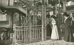 Bader commissioned the architect Georges Chedanne and his pupil Ferdinand Chanut to design the store at the Haussmann location, where a glass and steel dome and Art Nouveau staircases were finished in 1912.
