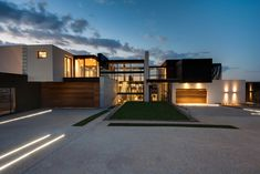 Mirroring Nature's Everlasting Beauty: House Boz in South Africa - http://freshome.com/2014/04/09/house-boz/