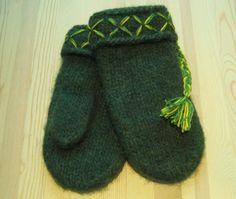 Tydlig beskrivning på hur man stickar Lovikka-vantar. Diy Crochet And Knitting, Knitting Patterns Free, Free Pattern, Happy Socks, Knitted Gloves, Needlework, Diy And Crafts, Weaving, Slippers