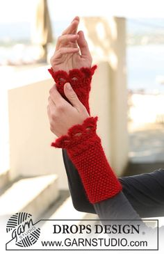 "Blooming - DROPS wrist warmers in Seed st with crochet border in ""Cotton Viscose"", ""Kid-Silk"" and ""Glitter"". - Free pattern by DROPS Design Crochet Mitts, Crochet Wrist Warmers, Mode Crochet, Crochet Gloves, Crochet Scarves, Arm Warmers, Knit Crochet, Lace Knitting Patterns, Knitting Stitches"