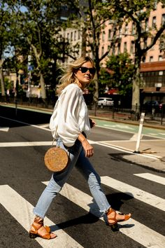 Jeans and billowy blouse Fashion Me Now Fashion Me Now, Look Fashion, Fashion Usa, Fashion Mode, Womens Fashion, Latest Fashion, Looks Chic, Looks Style, Style Me