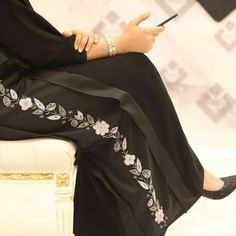 "308 Likes, 9 Comments - Abaya Show (@abaya_show) on Instagram: ""• أي لون عجبكم يهمني رأيكم . . . . . . .…"""