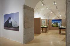 Vista de sala de la exposición. Emilio Ambasz. Invenciones: arquitectura y diseño, 2011