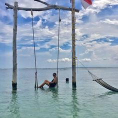 "|W•A•N•D•E•R•L•U•S•T•| ""We all deserve a little wanderlust""  #theexile #gilitrawangan #indonesia #wanderlust #paradise #ocean #sea #salt #freedom #travel #vacation #holiday #wanderer #aroundtheworld #dream #discover #explore #adventure #awesome #blueskies #chengkietravelsID #chengskiediaries #AandMsummer2017 http://tipsrazzi.com/ipost/1509183035449473191/?code=BTxsfmJAvin"