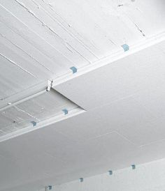 The subsequent insulation of basement ceilings is a simple and economical solution. The subsequent insulation of basement ceilings is a simple and economical measure to save heating energy. Basement Ceiling Insulation, Basement Ceiling Options, Basement Ceilings, Ceiling Ideas, Cheap Bathroom Remodel, Cheap Bathrooms, Acoustic Ceiling Tiles, Types Of Ceilings, Farmhouse Renovation